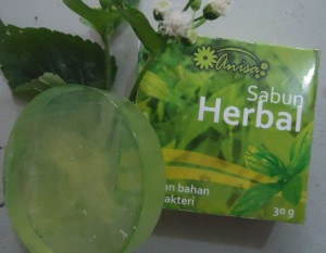 sabun-herbal-transparan-hijau